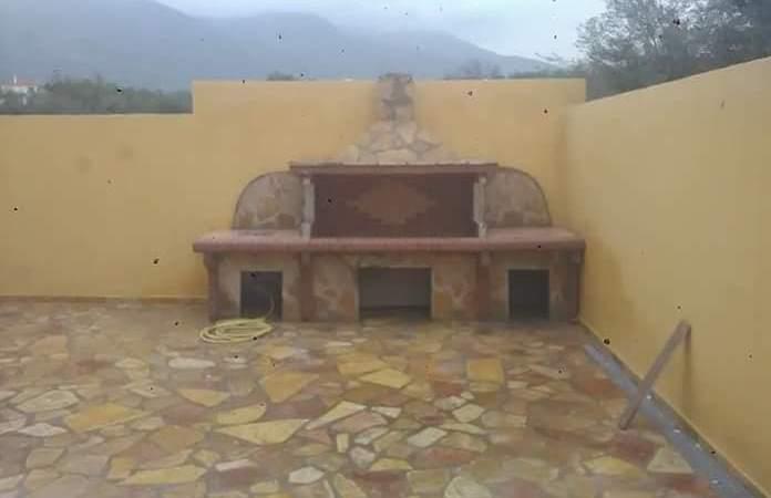 BBQ set και πλακόστρωση με πέτρα Αλβανίας στην Αμάρυνθο Ευβοίας